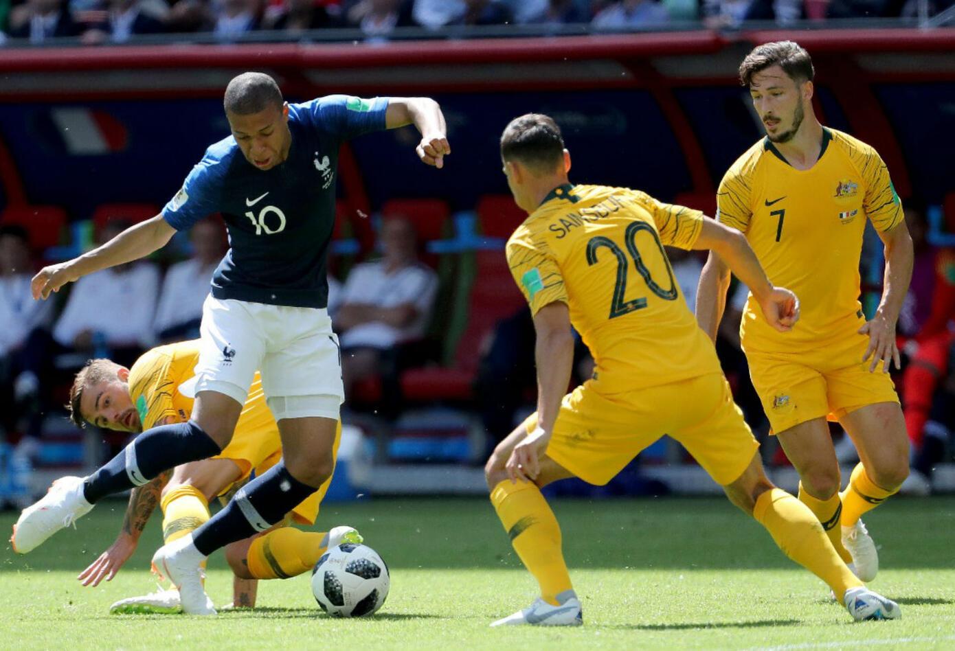 Kylian Mbappé en partido Francia vs Australia