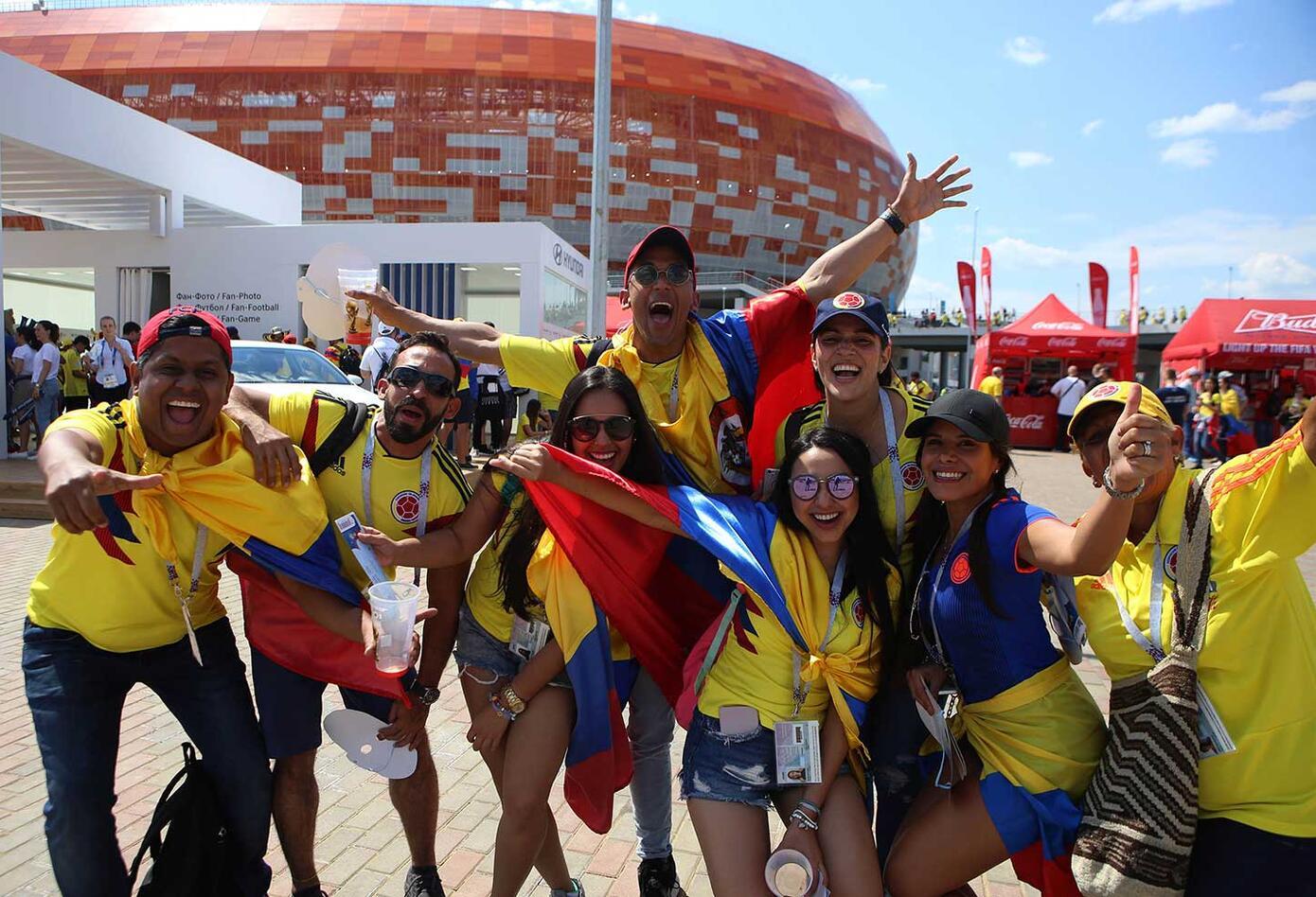 Hinchas Colombianos apoyan a la Selección Colombia