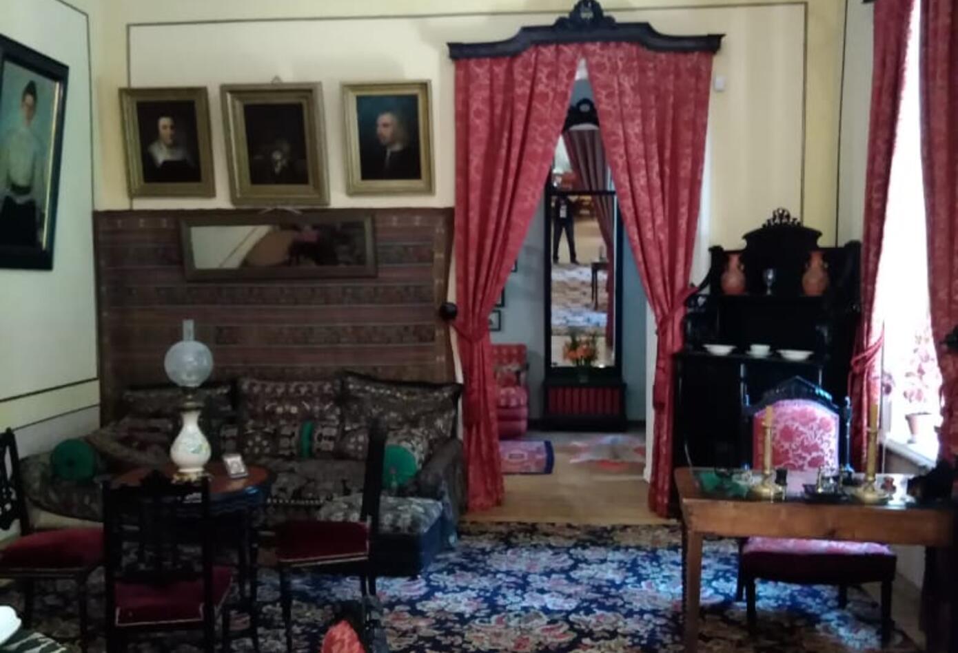 El corredor del segundo piso de la casa de León Tolstoi