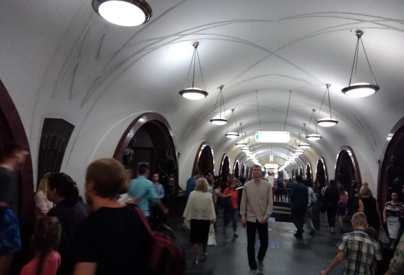 La estación que da a la Plaza de la Revolución, en Moscú.