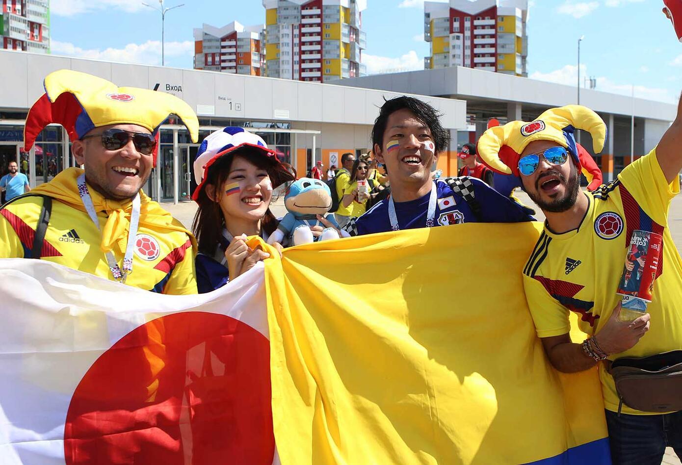 Colombianos y Japoneses apoyan a su equipo
