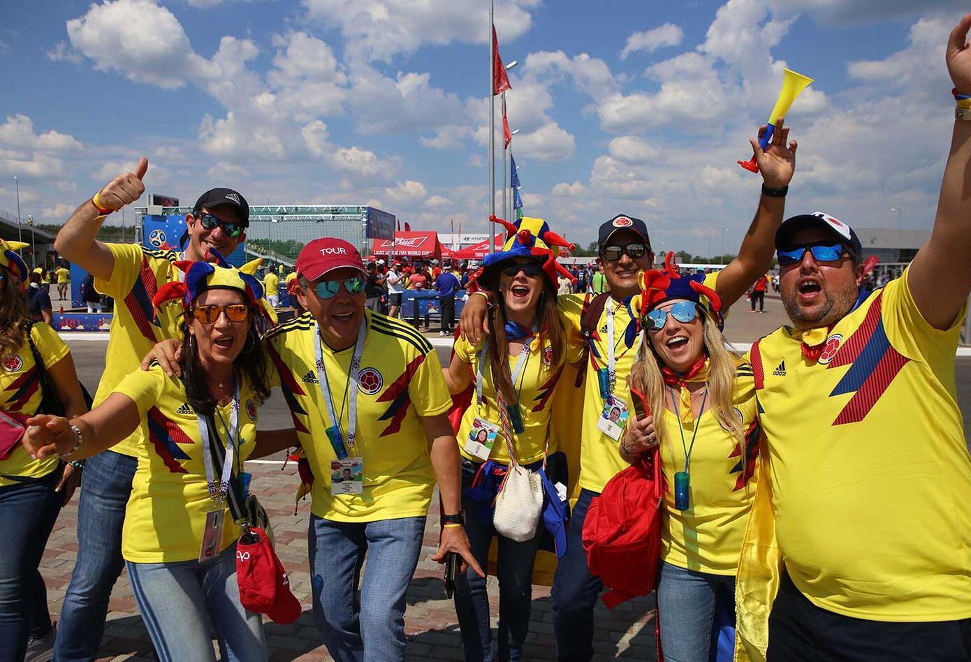 Hinchas colombianos hacen fiesta en Saranks