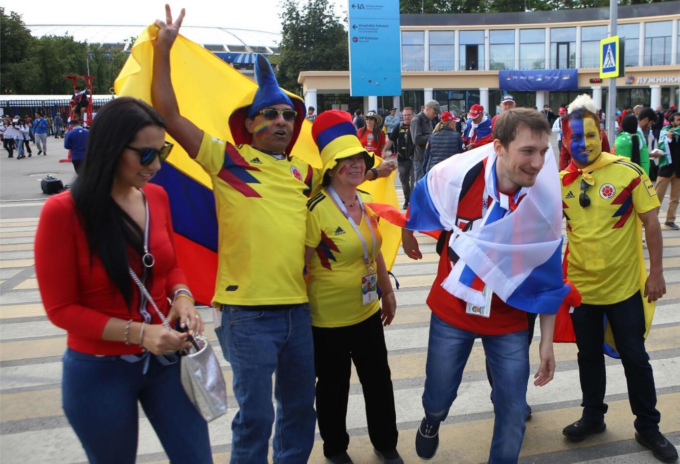 Hinchas colombianos en el estadio Luzhniki