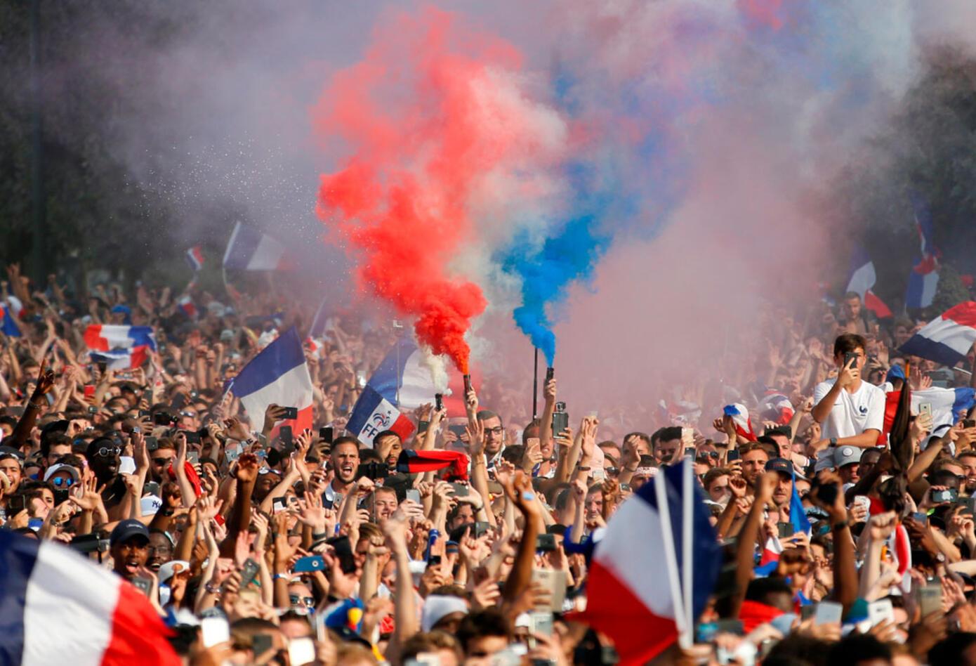 Francia celebra su segundo título en mundiales tras el 98