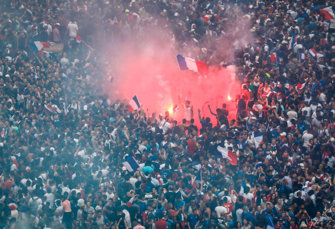 Las calles de París celebran el título de Francia en el Mundial de Rusia 2018