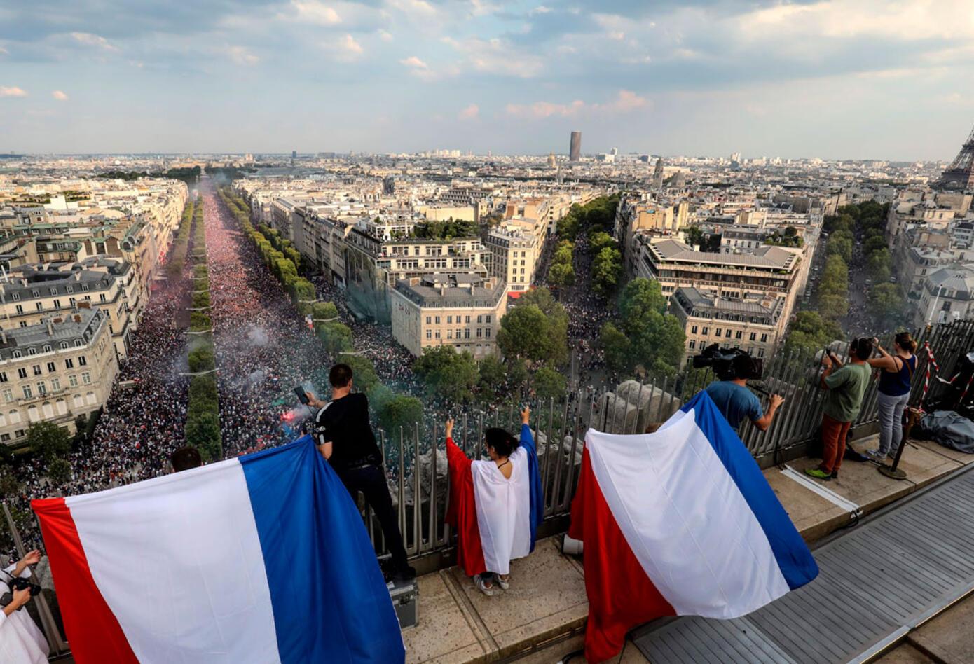 Las calles de París, inundadas de hinchas de Francia tras el título logrado en Rusia 2018