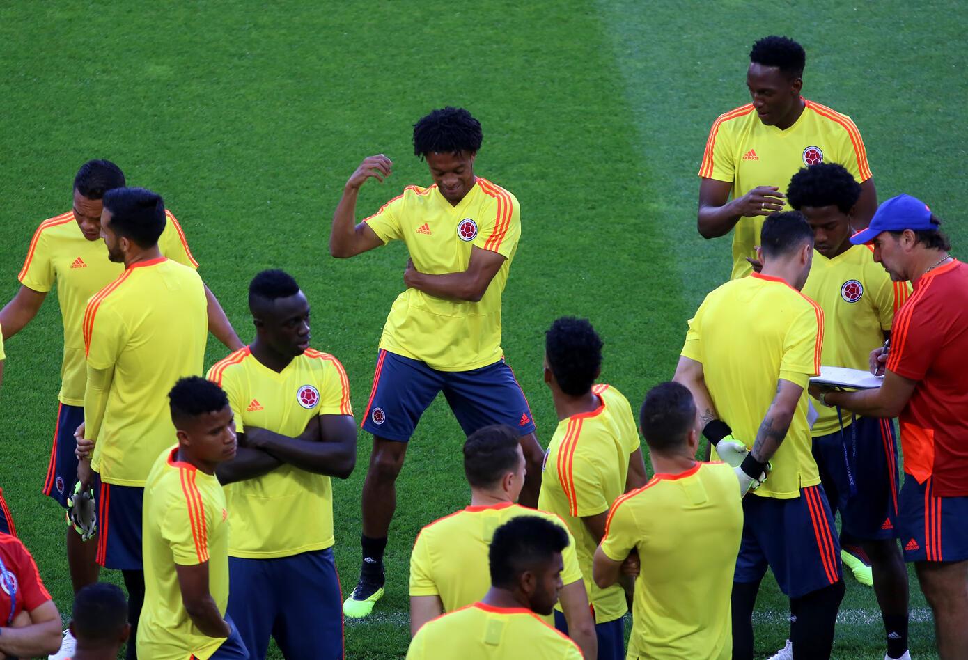 Juan Guillermo Cuadrado bailando en el entrenamiento