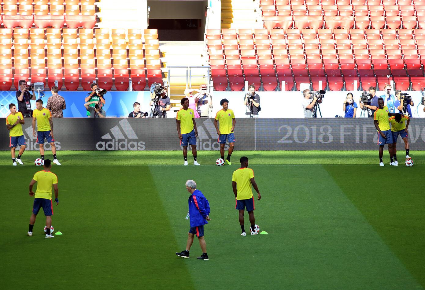 La Selección Colombia haciendo trabajos de espacio reducido