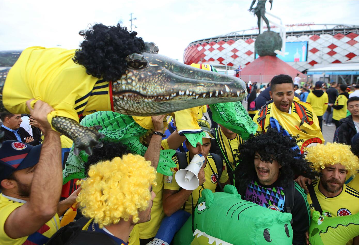 Hinchas colombianos a las afueras del estadio Spartak.