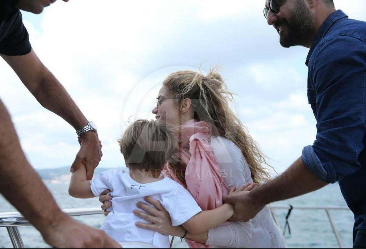 Shakira junto a Sasha en Estambul
