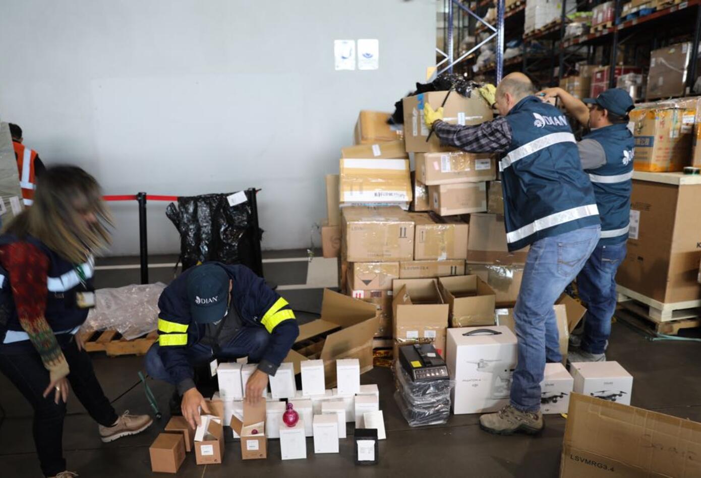 En el Aeropuerto El Dorado la Dian incautó mercancía de contrabando.