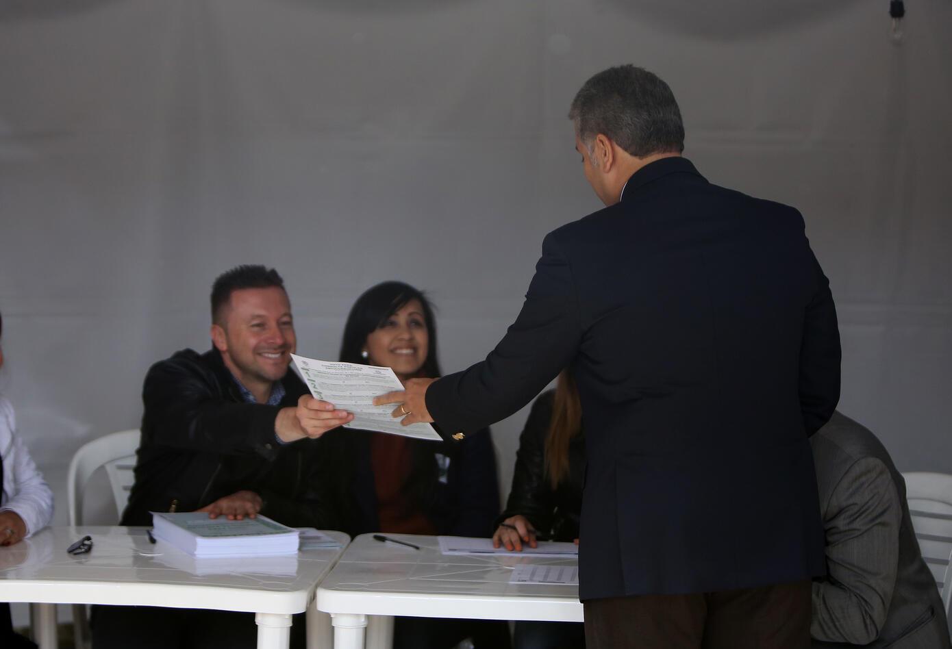 DUQUE VOTÓ LA CONSULTA ANTICORRUPCIÓN