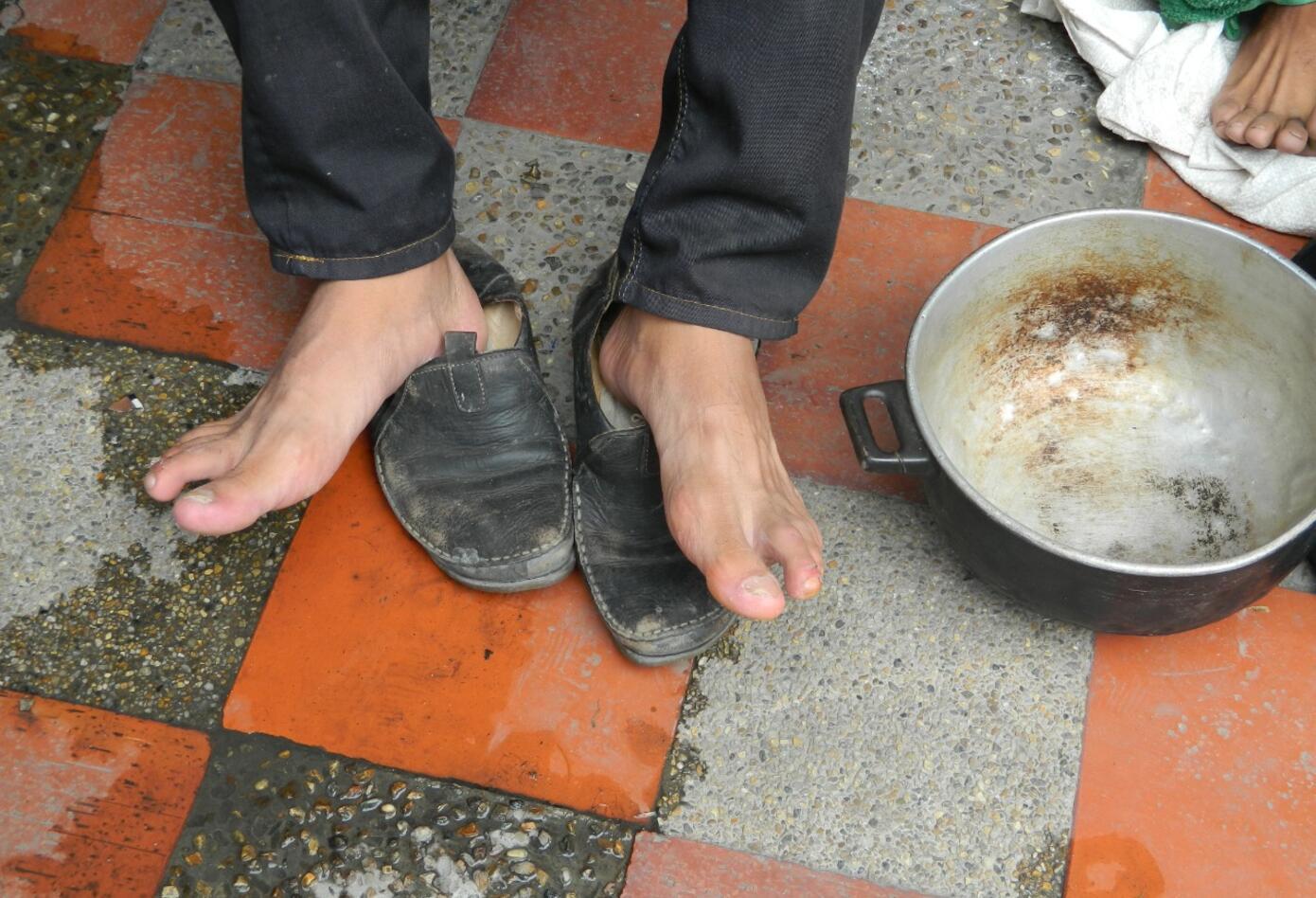 """Venezolano recibiendo """"lavatorio de pies"""""""