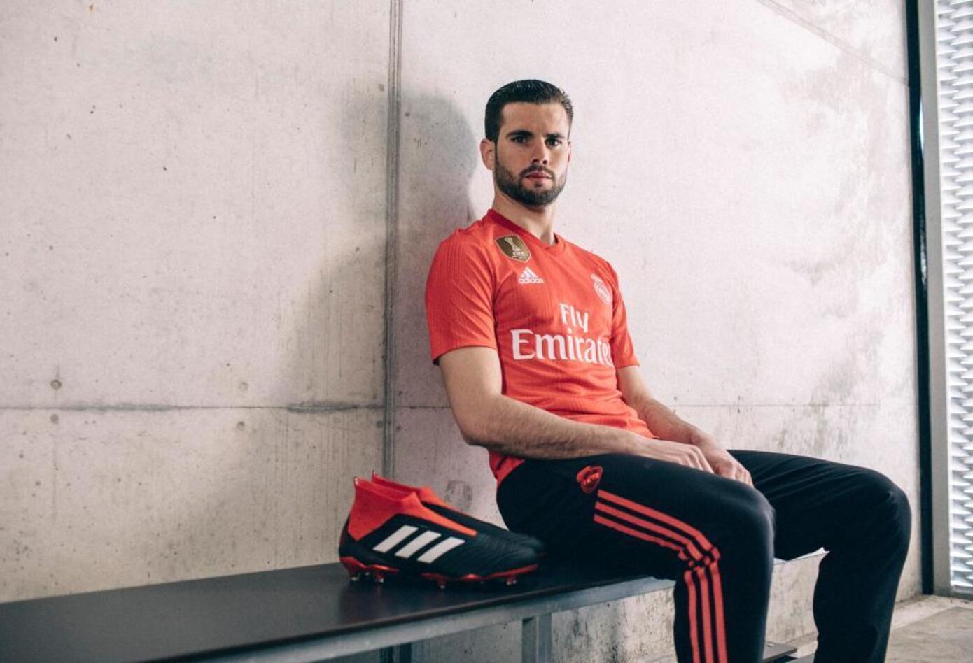 Nacho con la camiseta roja del Real Madrid 2018-2019