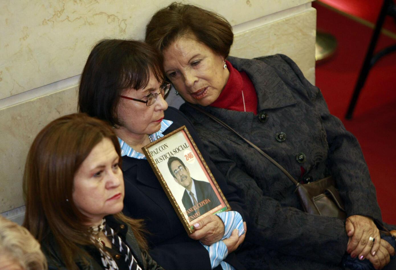 La familia de Manuel Cepeda en uno de los homenajes que se le han rendido