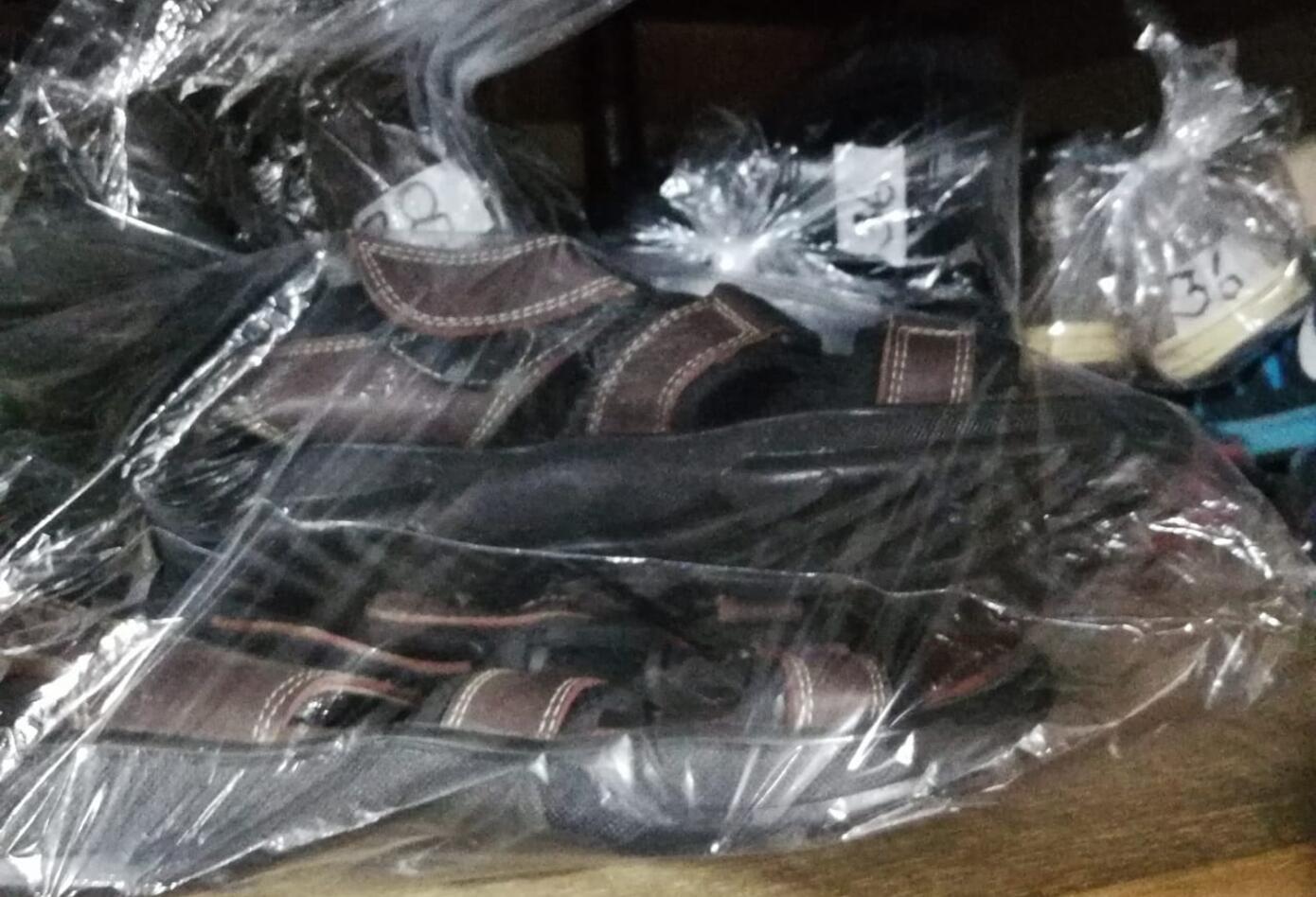 Sandalias donadas por la ciudadanía
