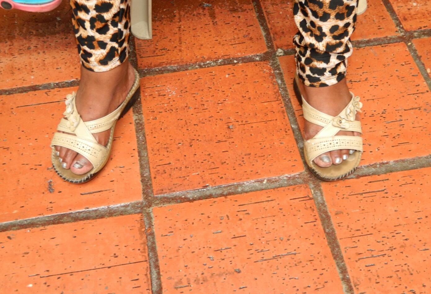 Zapatos nuevos de migrante venezolano en Bogotá