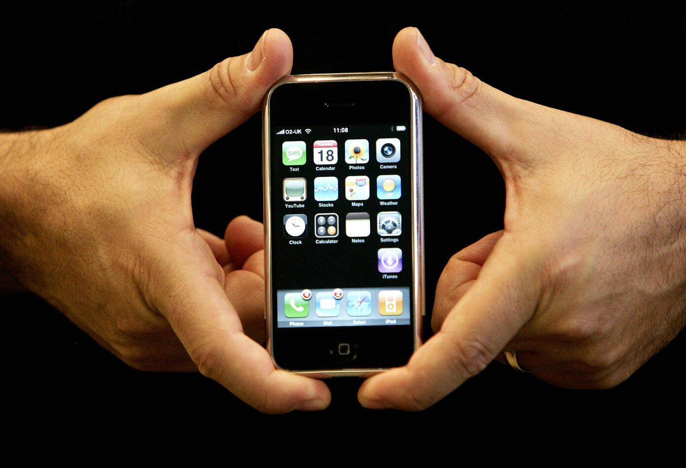 El primer IPhone rompió con los estándares del mercado móvil