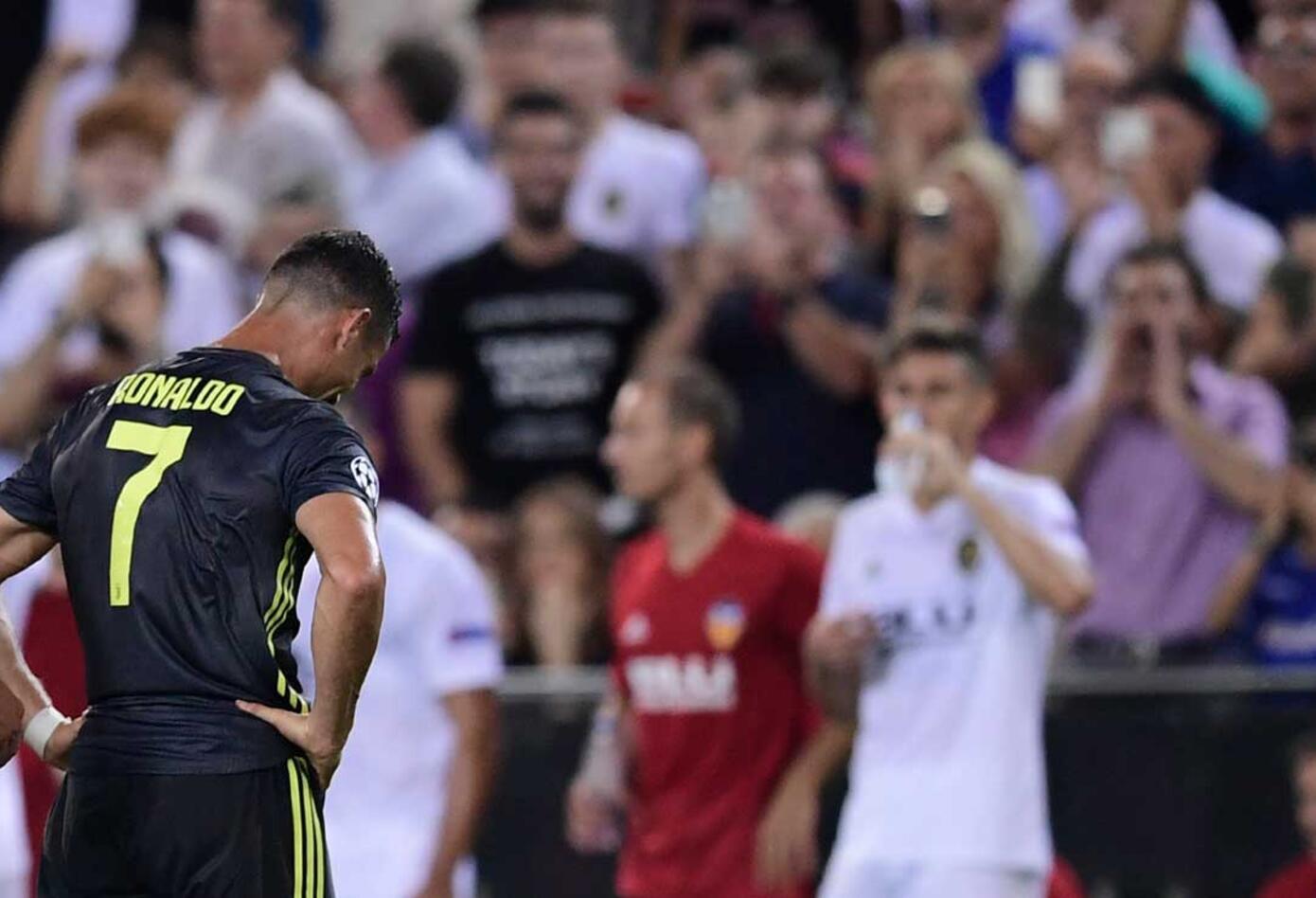 Cristiano Ronaldo se resigna por la expulsión con la Juventus en la Champions League