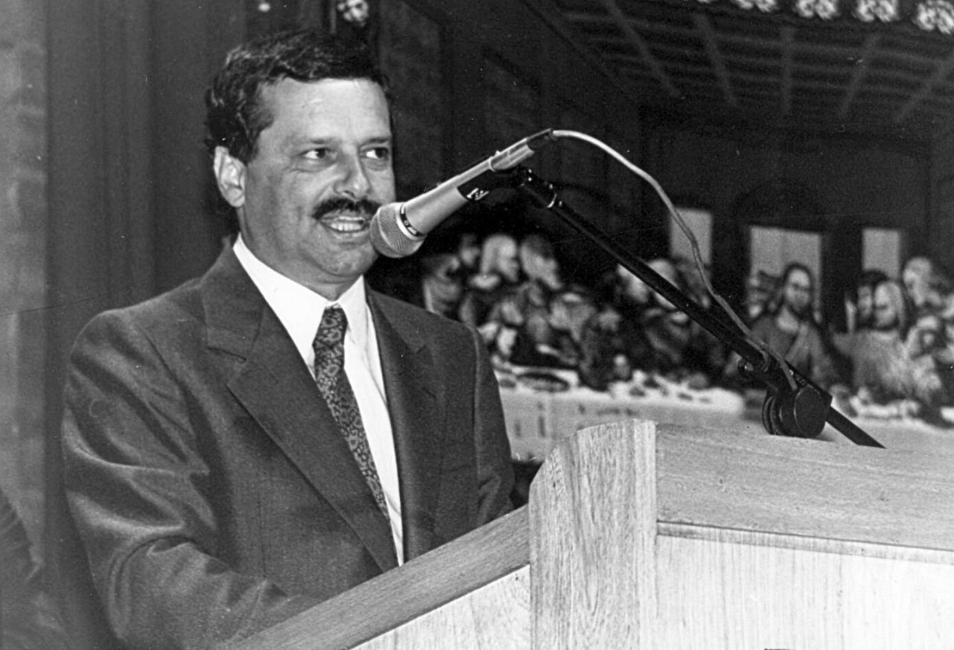 El gobernador de Antioquia, Antonio Roldán Betancur, fue asesinado el 4 de julio de 1989 en un atentado terrorista orquestado por Pablo Escobar Gaviria.