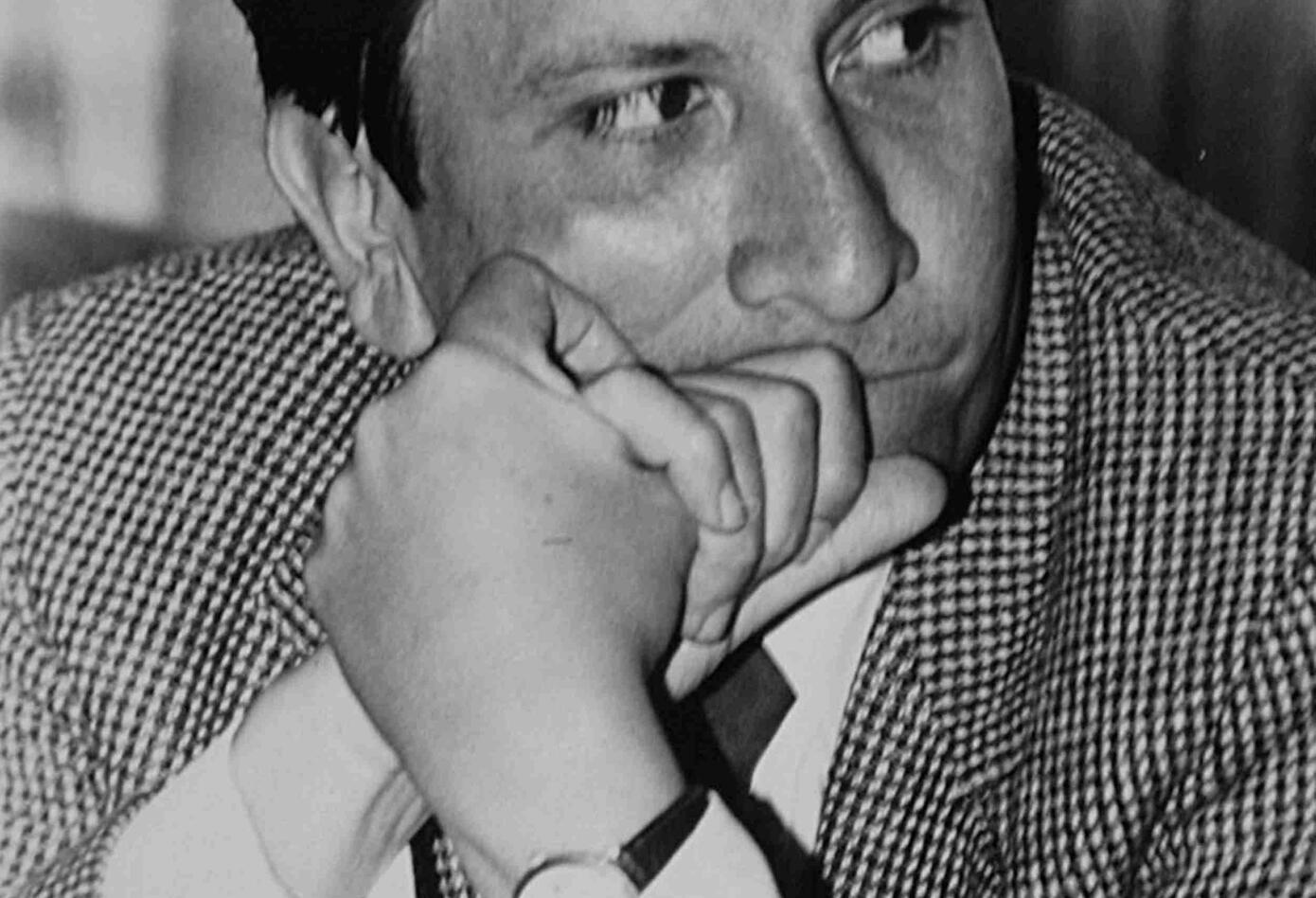 El ministro de Justicia, Rodrigo Lara Bonilla, la noche del 30 de abril de 1984 murió acribillado dentro de su automóvil por orden de un escuadrón enviado por Pablo Escobar Gaviria.