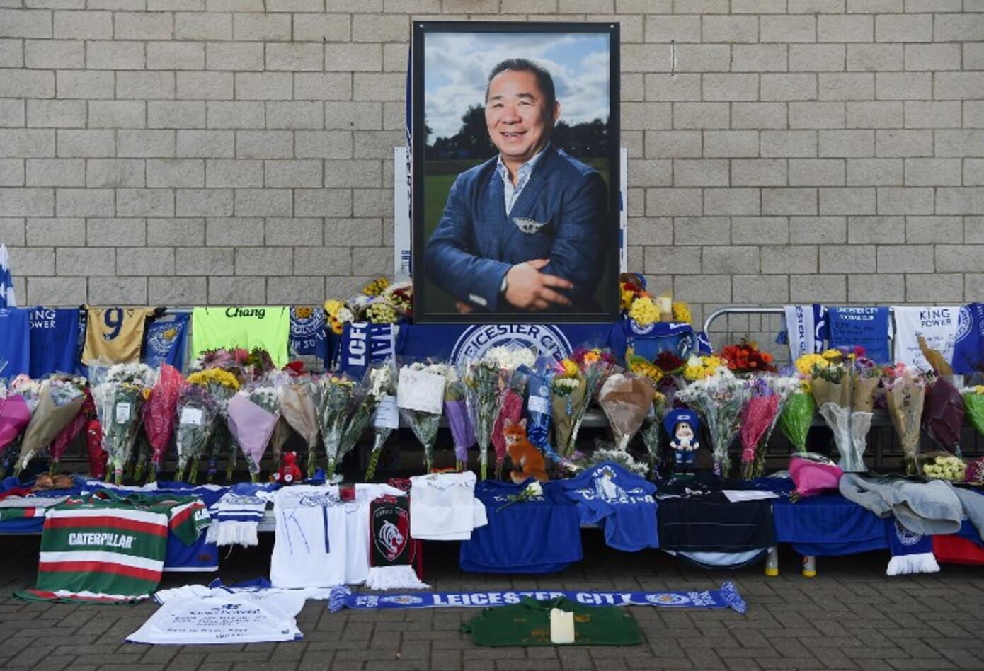 Homenaje al presidente del Leicester, Vichai Srivaddhanaprabha