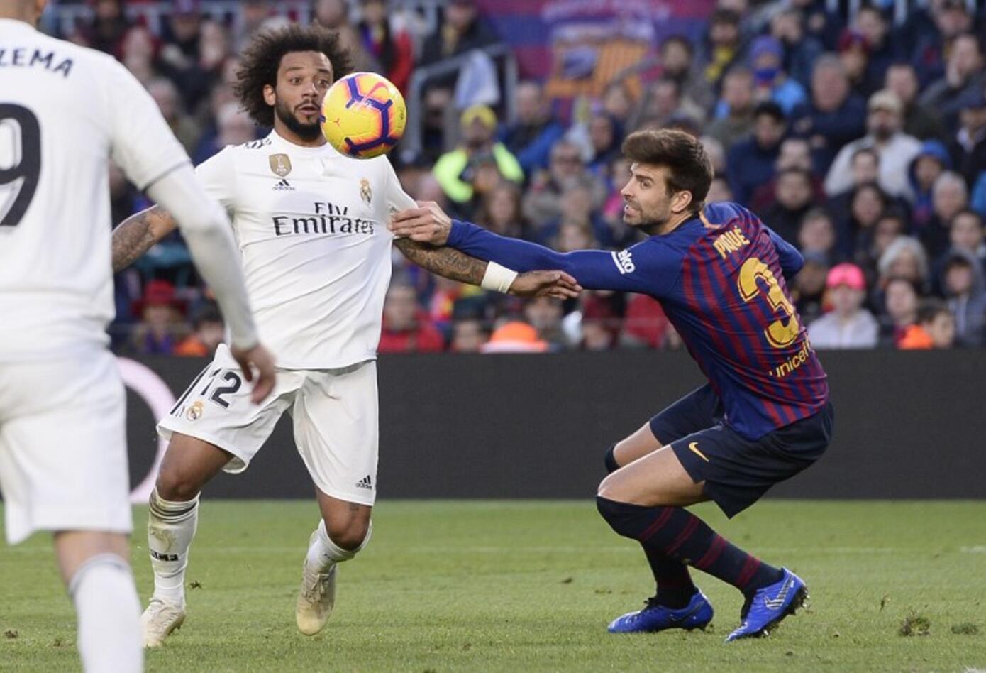 Marcelo disparó y puso el 2-1 en el clásico Barcelona-Real Madrid disputado en el Camp Nou