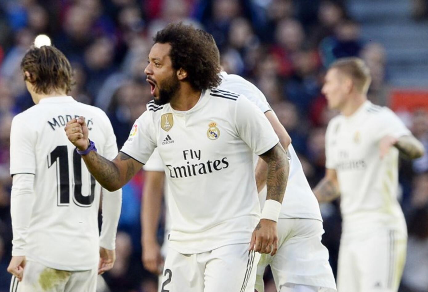 Los jugadores del Real Madrid celebran el gol de Marcelo ante el Barcelona en el Camp Nou