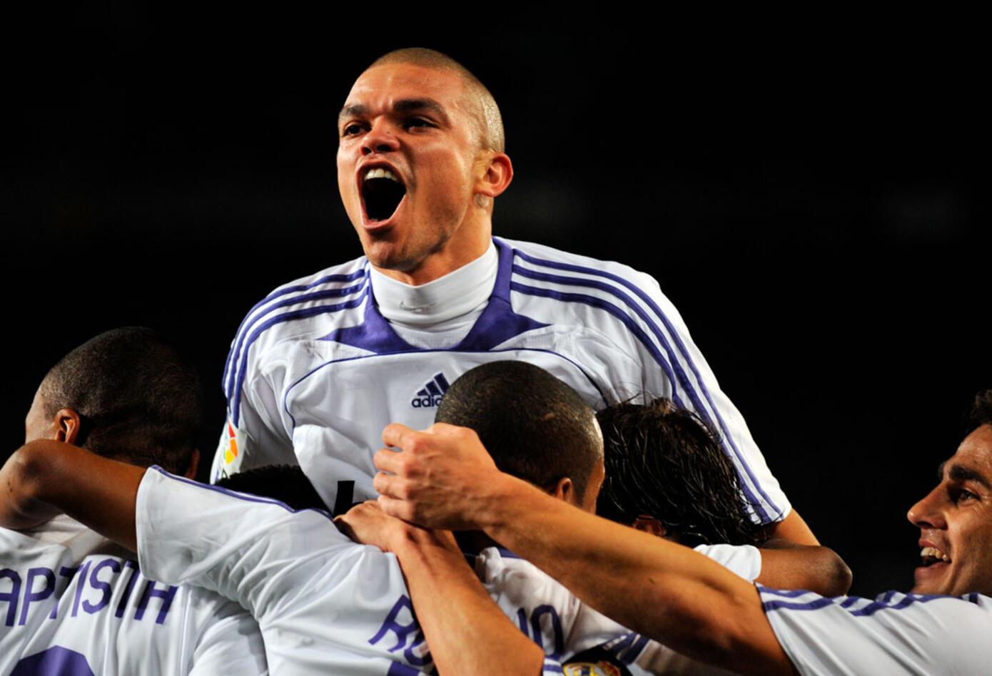 Un joven Pepe acababa de ser fichado por el Real Madrid, club en el cual militó hasta 2017
