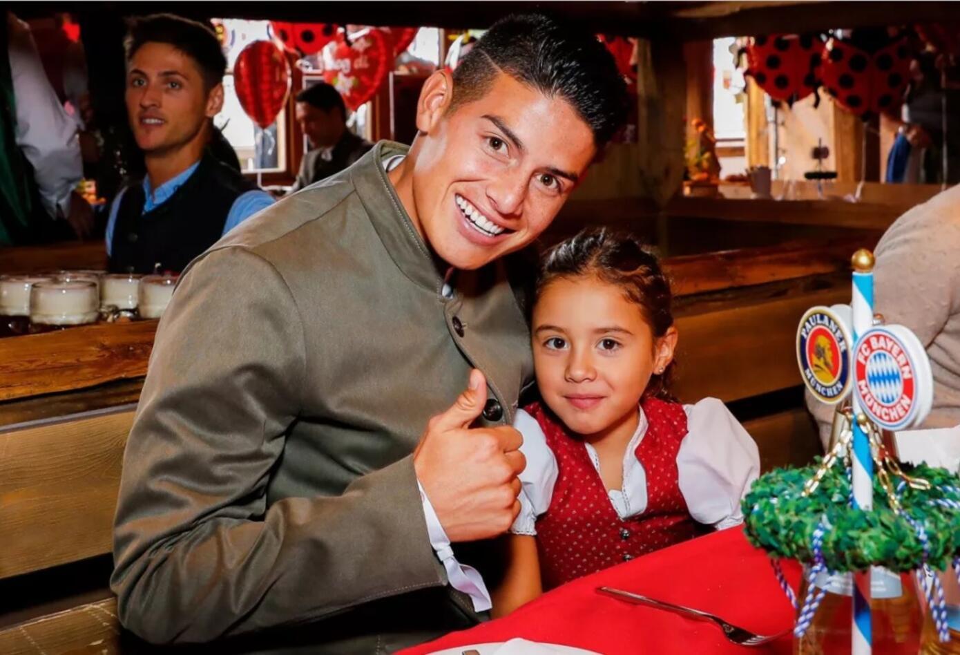 James Rodríguez con el Oktoberfest con su hija Salomé