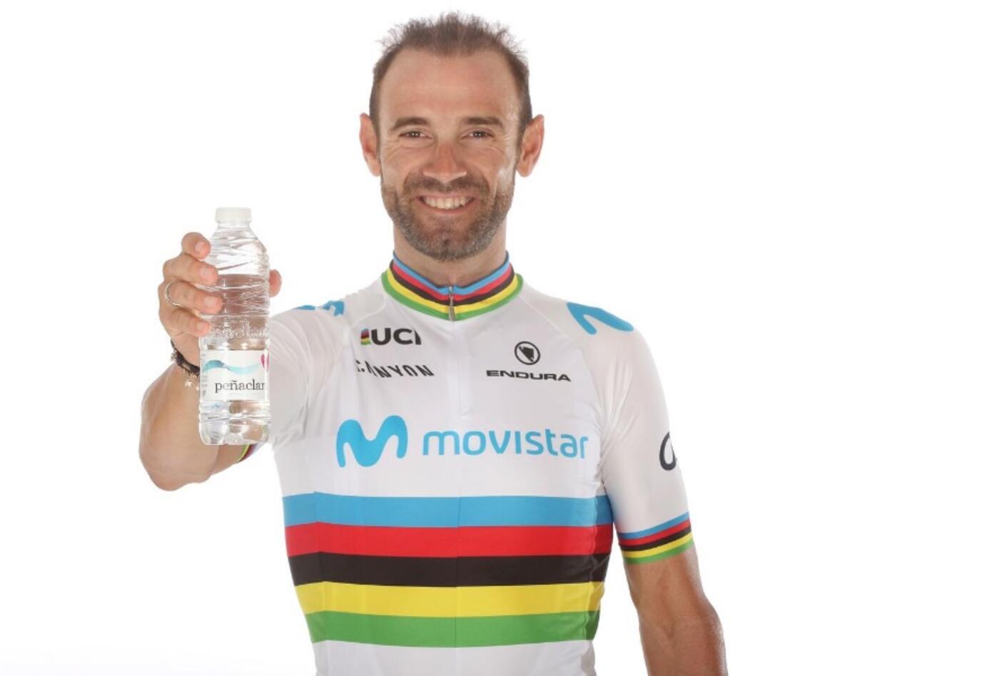 Alejandro Valverde estrenó su uniforme con el arcoíris de campeón del mundo