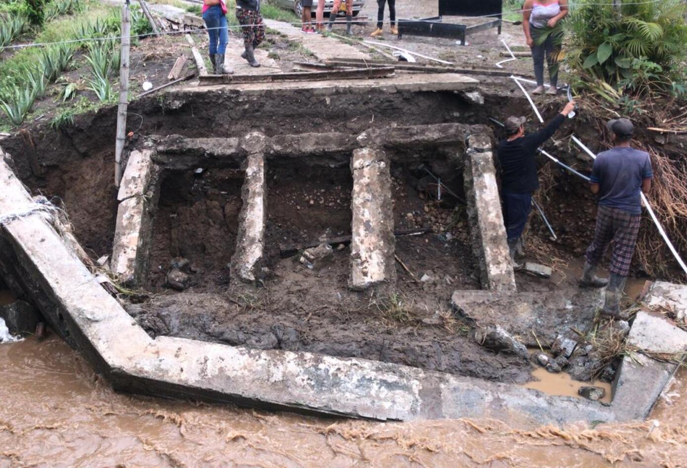 Fuertes lluvias en El Dovio ocasionaron el desplome de varios puentes en ese municipio.