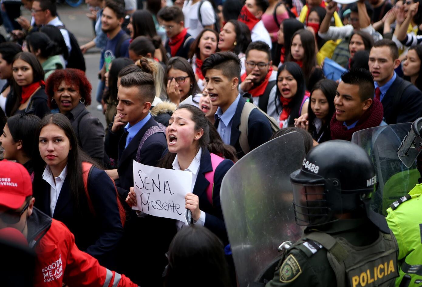 Estudiantes del Sena también se unieron a las manifestaciones en la que participaron más de ocho universidades de la capital.