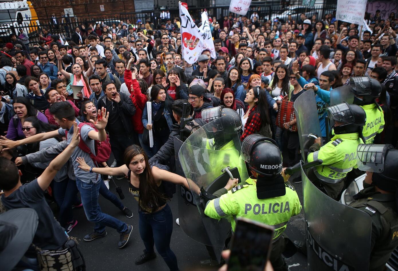 Los estudiantes han manifestado que el principal objetivo de las marchas es mantener la protesta sin generar ningún tipo de violencia ni acto vandálico.