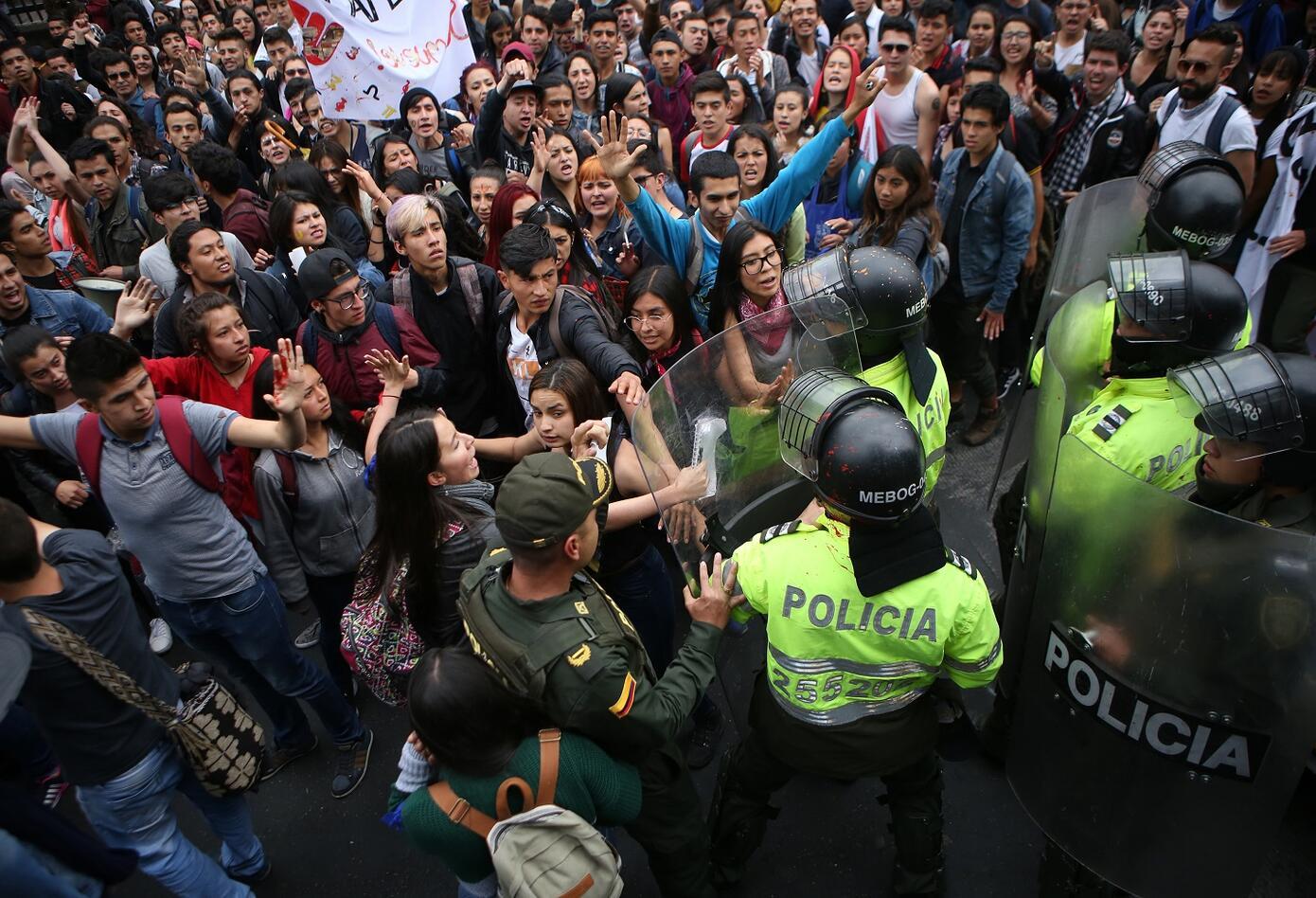 A pesar de que las marchas han concurrido en completa normalidad, más de 1500 policías custodian las manifestaciones.