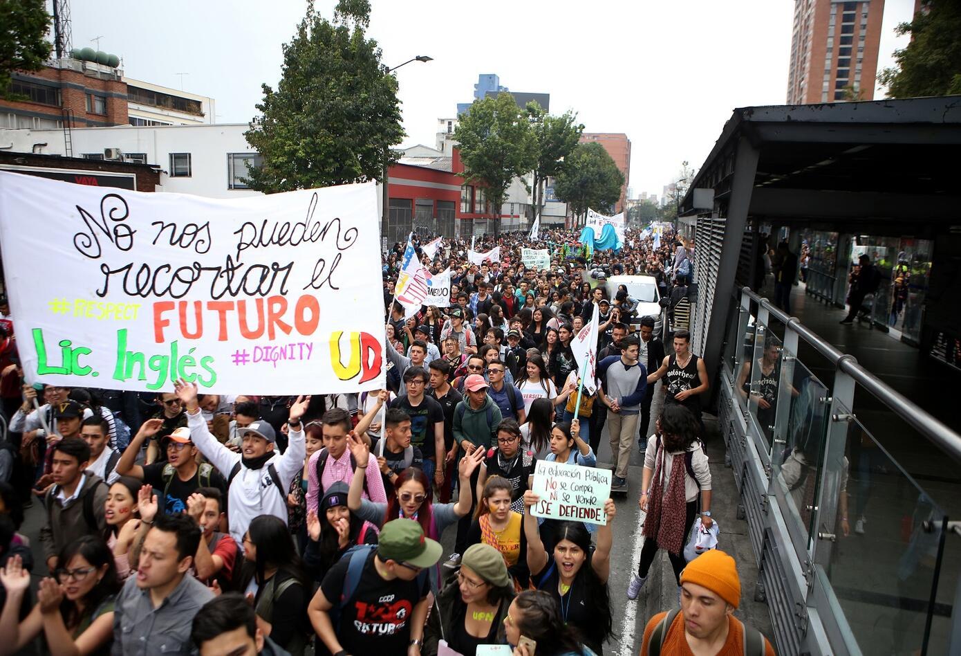 La jornada se llevó a cabo simultáneamente en varias ciudades del país en que más de 450.000 personas han salido a movilizarse.