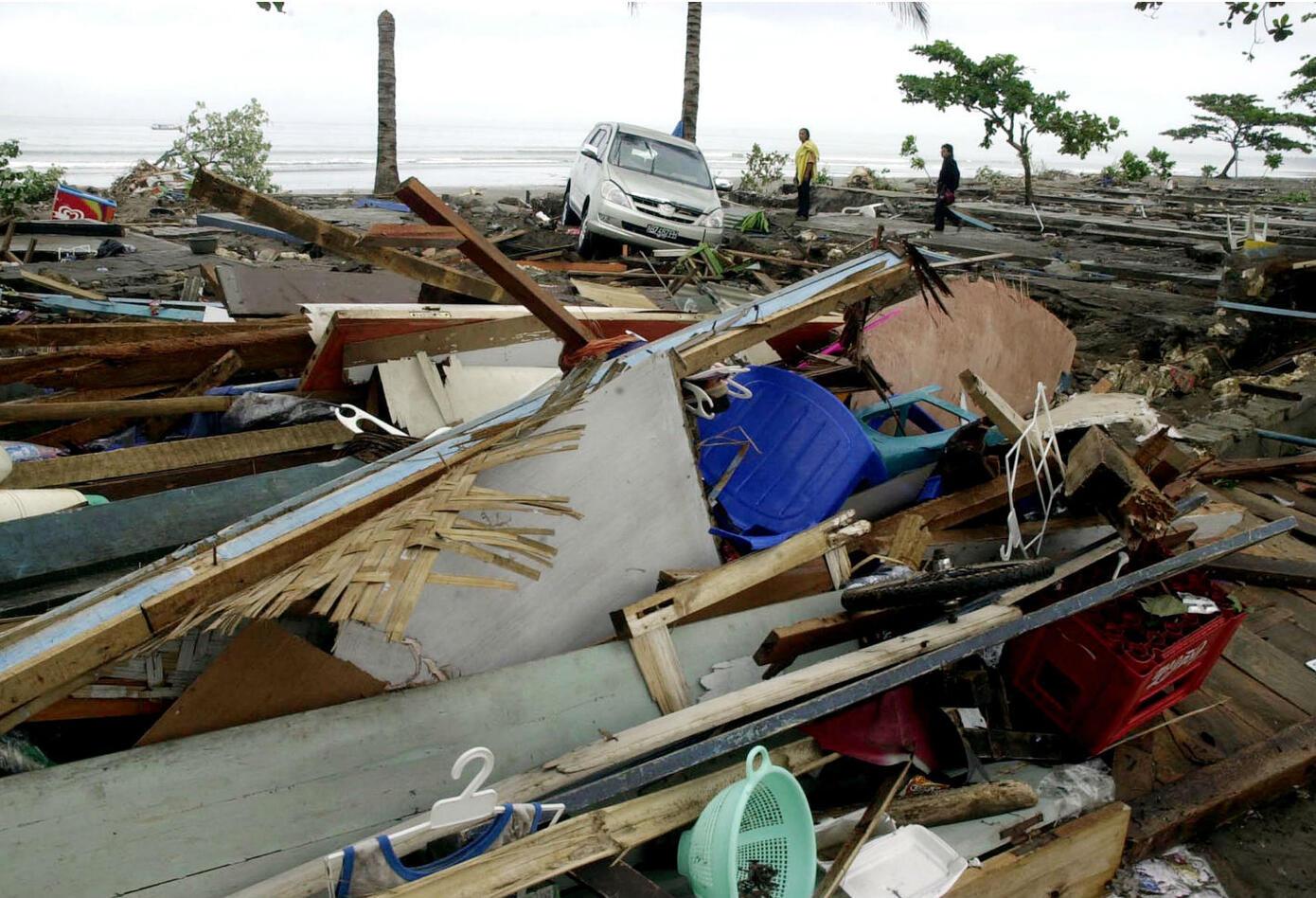 Terremoto y tsunami en las costas cercanas a Java, Indonesia.