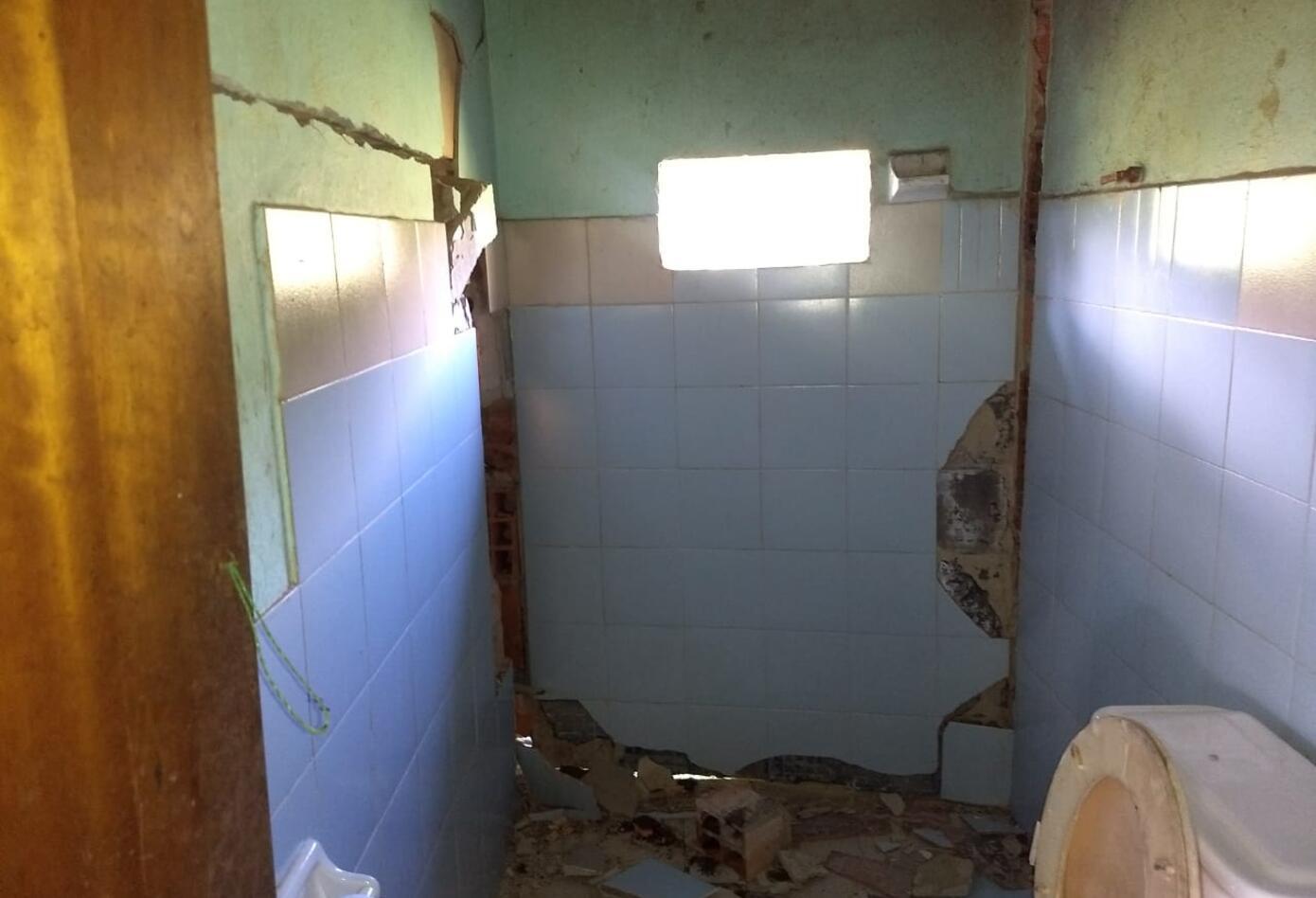 Las casas presenta graves grietas y están en riesgo inminente de colapso.