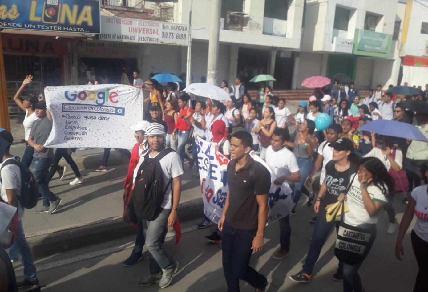 Estudiantes de la Universidad de Cartagena y de otras instituciones marcharon en protesta al recorte presupuestal que hará el gobierno del Presidente Iván Duque.