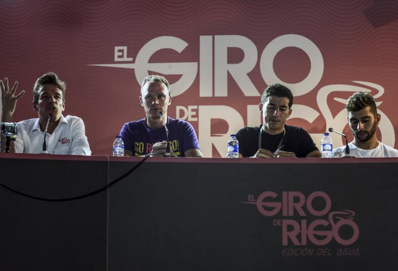 Chris Froome junto a Fernando Gaviria, Sergio Luis Henao y Rigoberto Urán