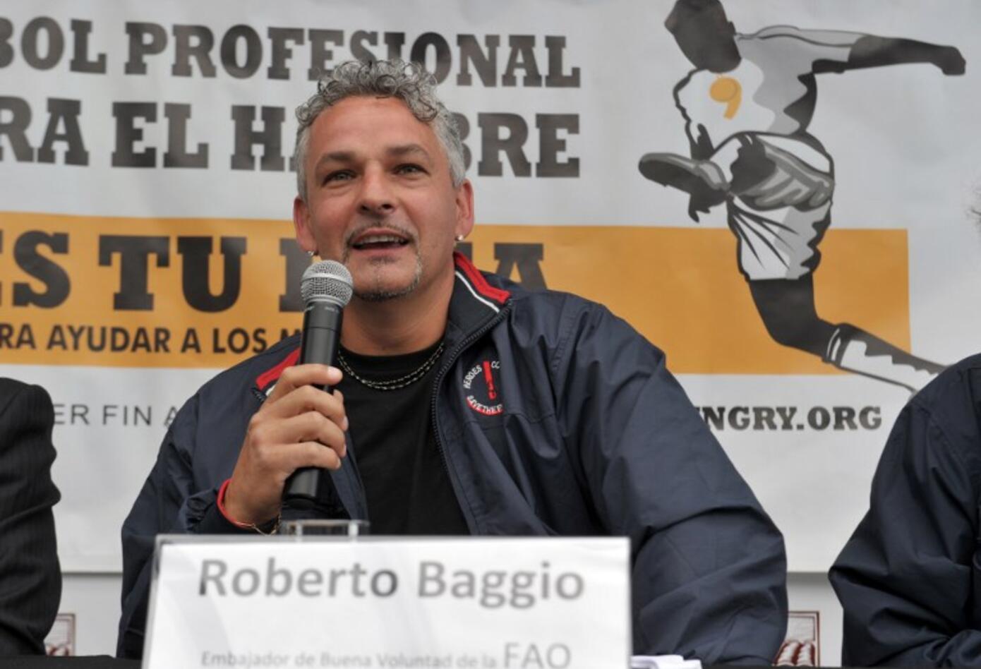 Roberto Baggio es un exfutbolista italiano que jugaba como delantero. Recordado por haber fallado un penal en la final del Mundial del 1994 ante Brasil.