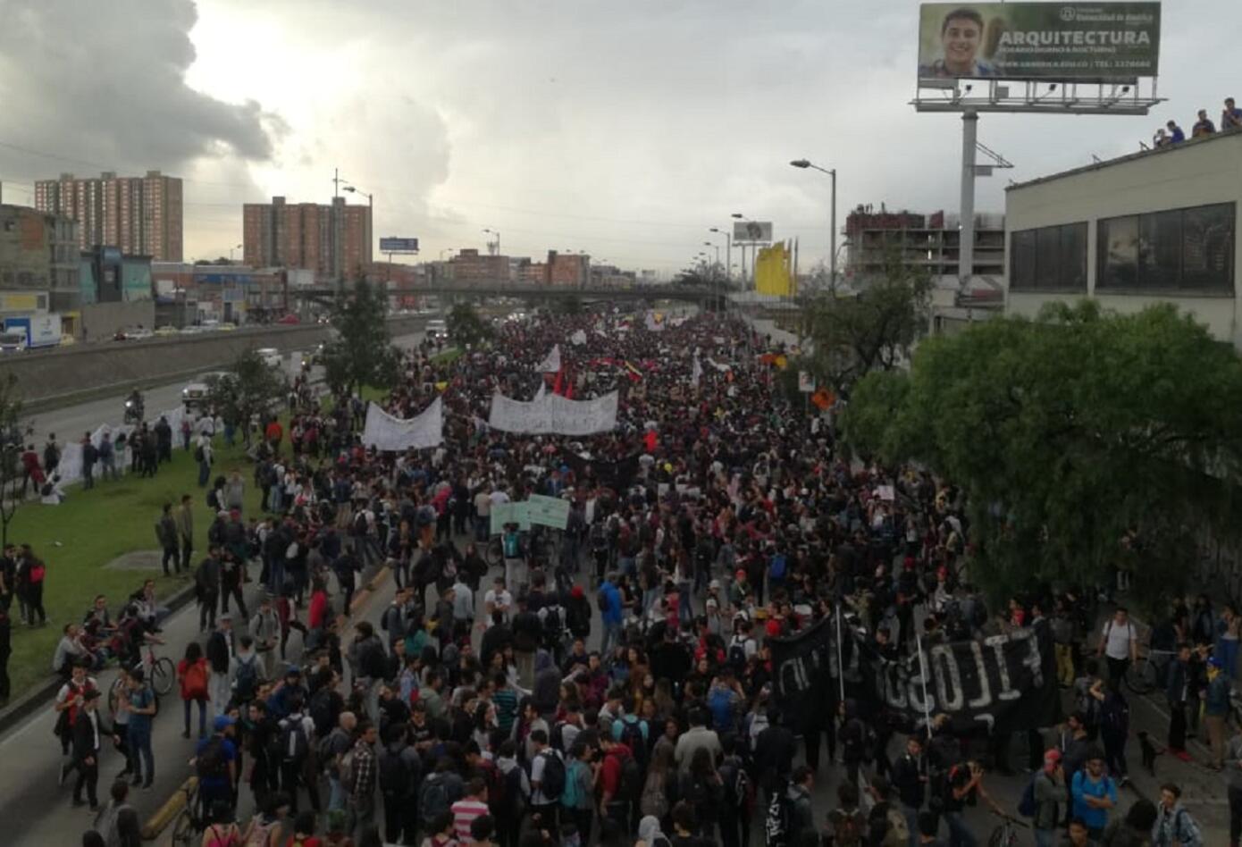 Los estudiantes de la Universidad Nacional se movilizaron por la NQS en sentido sur- norte