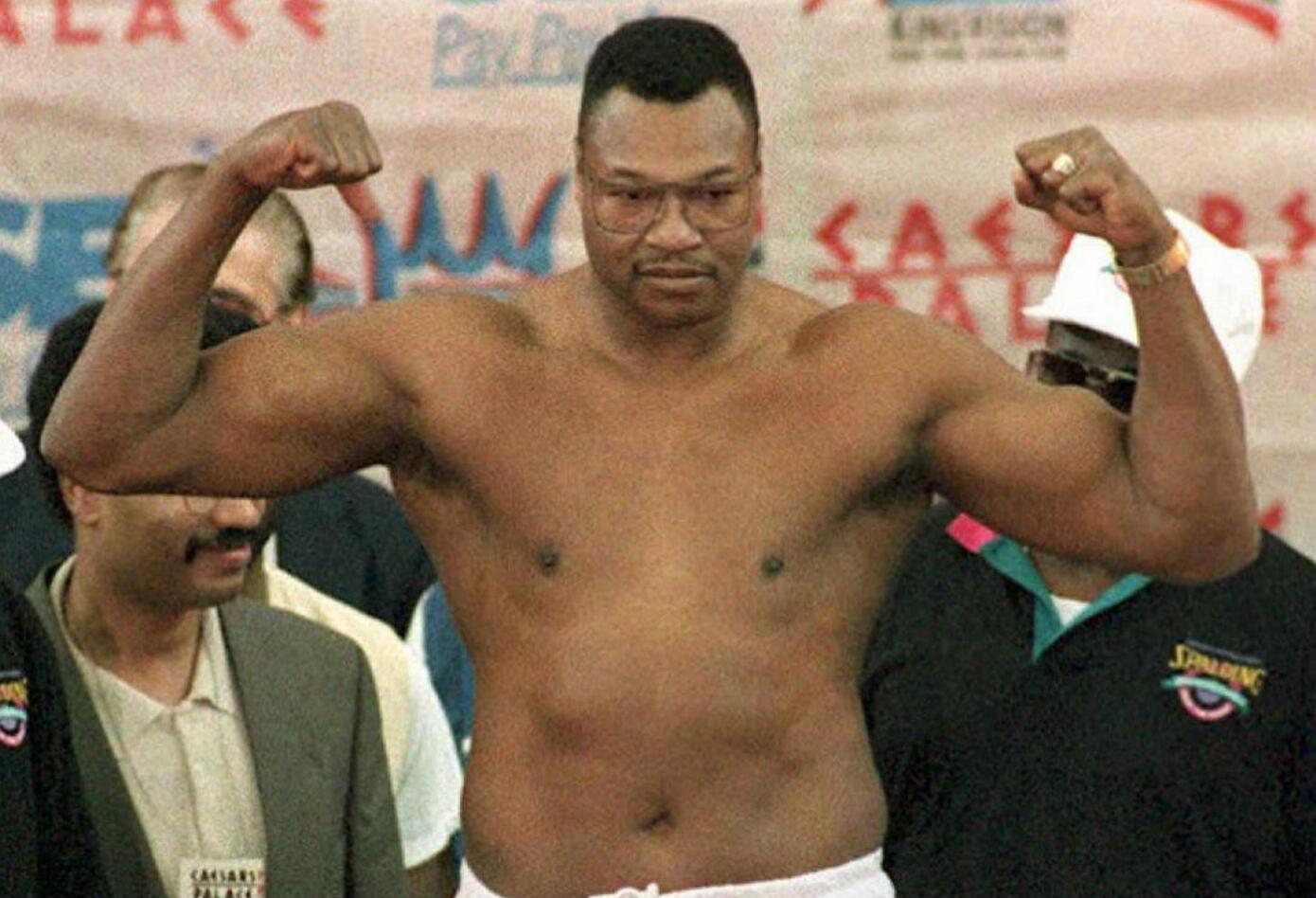 9. Larry Holmes. Nació el 3 de noviembre de 1949 en Cuthbert, Georgia (EE.UU.). Se retiró el 27 de julio de 2002. Tiene un récord: 69 victorias (44 knockouts), seis derrotas. Realizó 19 defensas.