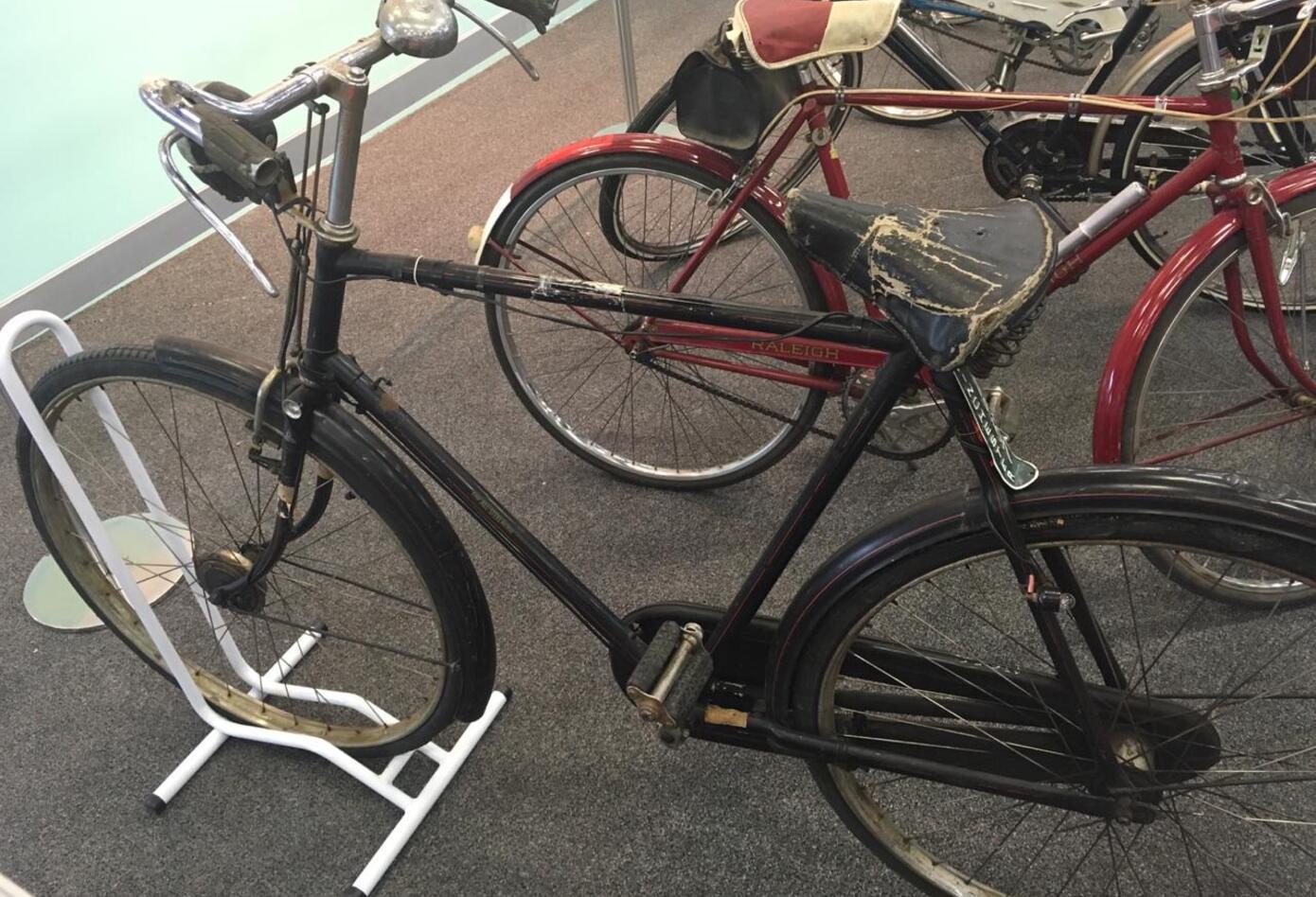 Bicicleta usada por hombres en el siglo XX.