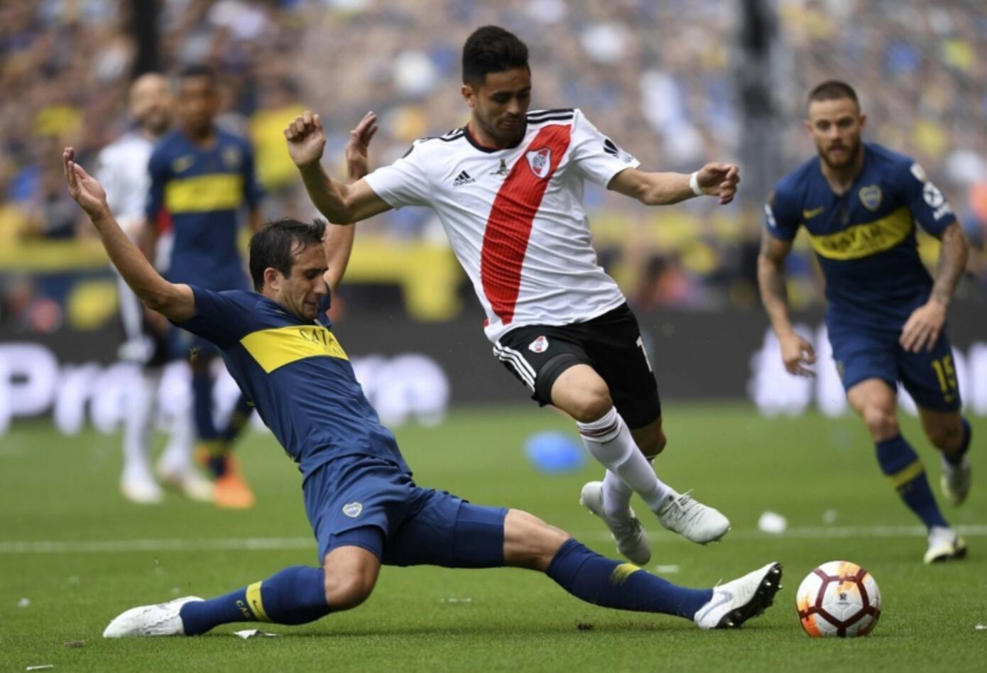 El primer tiempo terminó con un River con muchas oportunidades pero poca efectividad y un Boca que llegó dos veces y en ambas marcó gol.