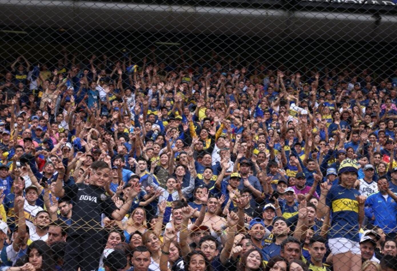 Los xeneizes esperan la hora del inició del crucial partido en cancha de River.