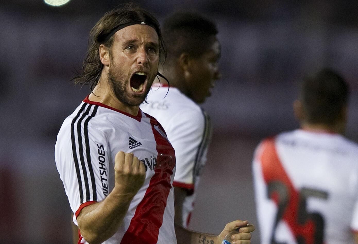 6. Fernando Cavenaghi. Debutó en 2001 y en su primera etapa en el club ganó tres títulos. Junto al Chori Domínguez y a Trezeguet ayudó a River a volver a primera división. Regresó en 2014 para nuevamente ser campeón. También alcanzó la Copa Libertadores.
