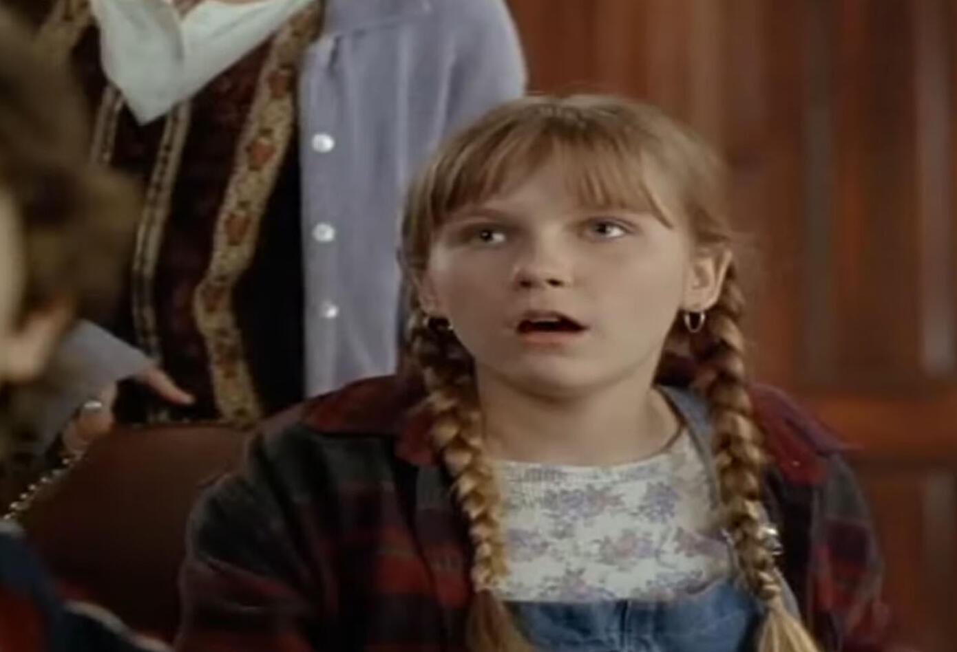 Kristen Dunst le dio vida a Judy Shepherd en Jumanji, una joven huérfana que perdió a sus padres en un accidente. Ella participa junto a su hermano menor en el peligroso juego.
