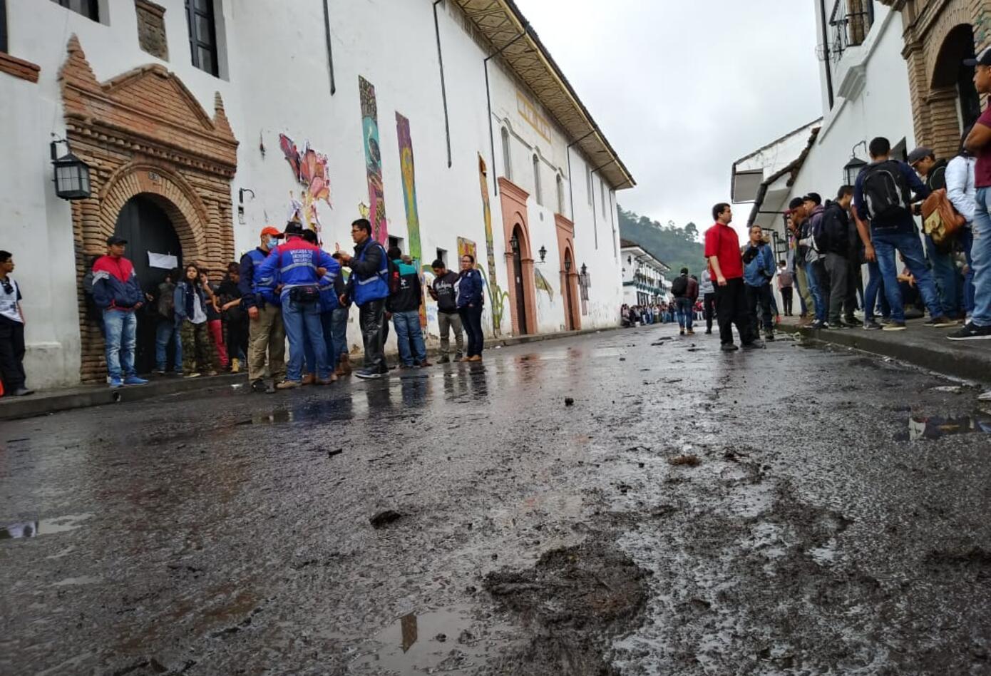 Durante operativos de desalojo de una vía en Popayán, hubo choques