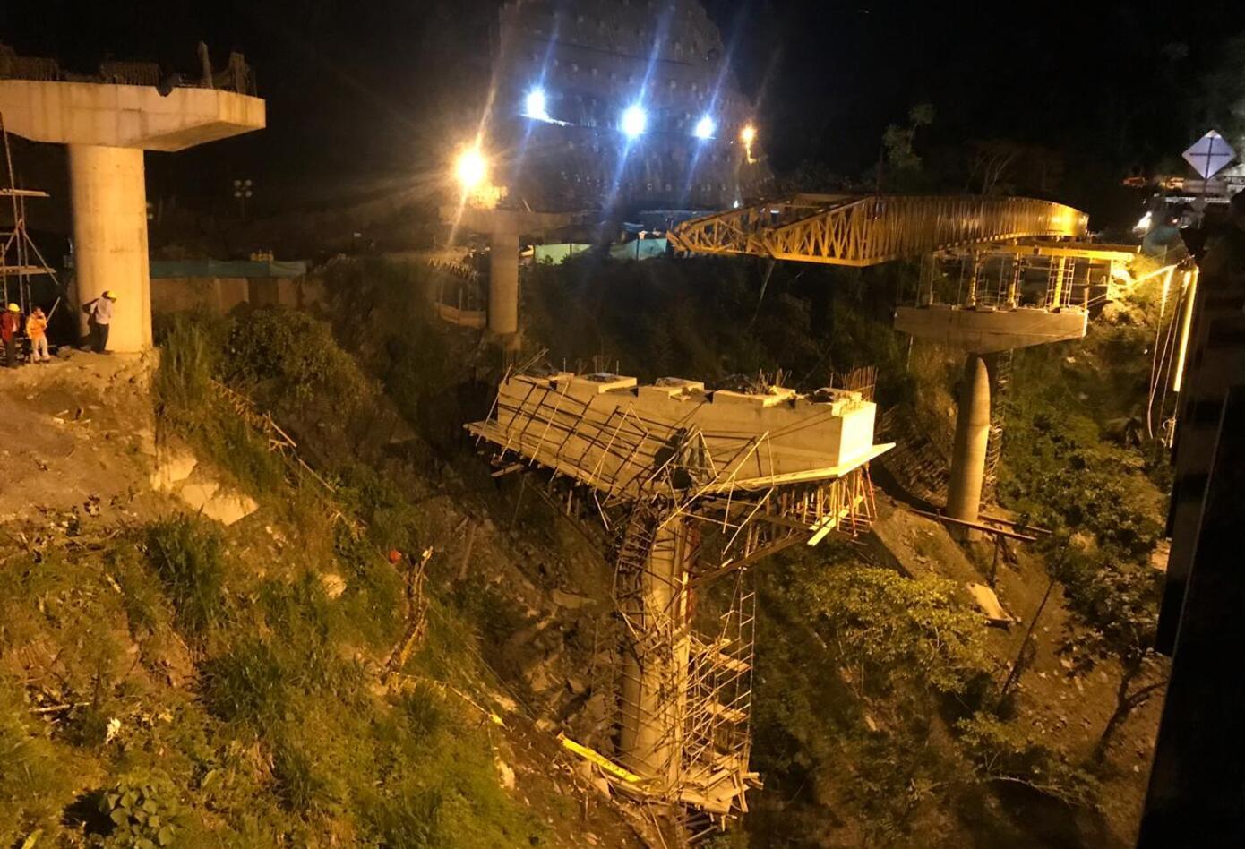 Desplome del Puente Pala en la Vía al Llano.